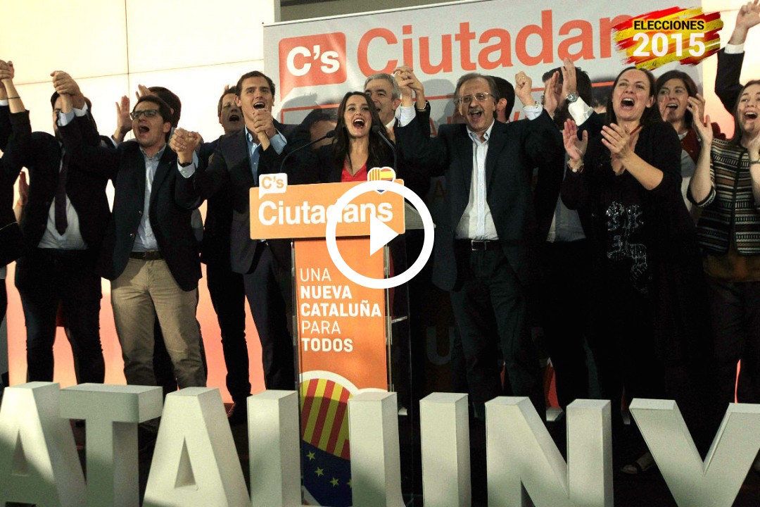 Rivera y Arrimadas celebran el resultado con compañeros de partido. (Foto: Efe)
