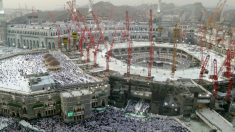 Vista general de la Gran Mezquita de La Meca rodeada de grúas. (Getty)