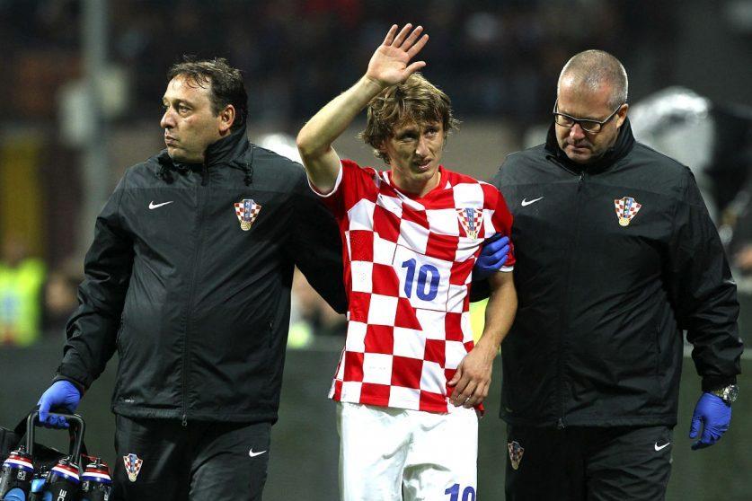 Modric se retira lesionado durante el Italia-Croacia