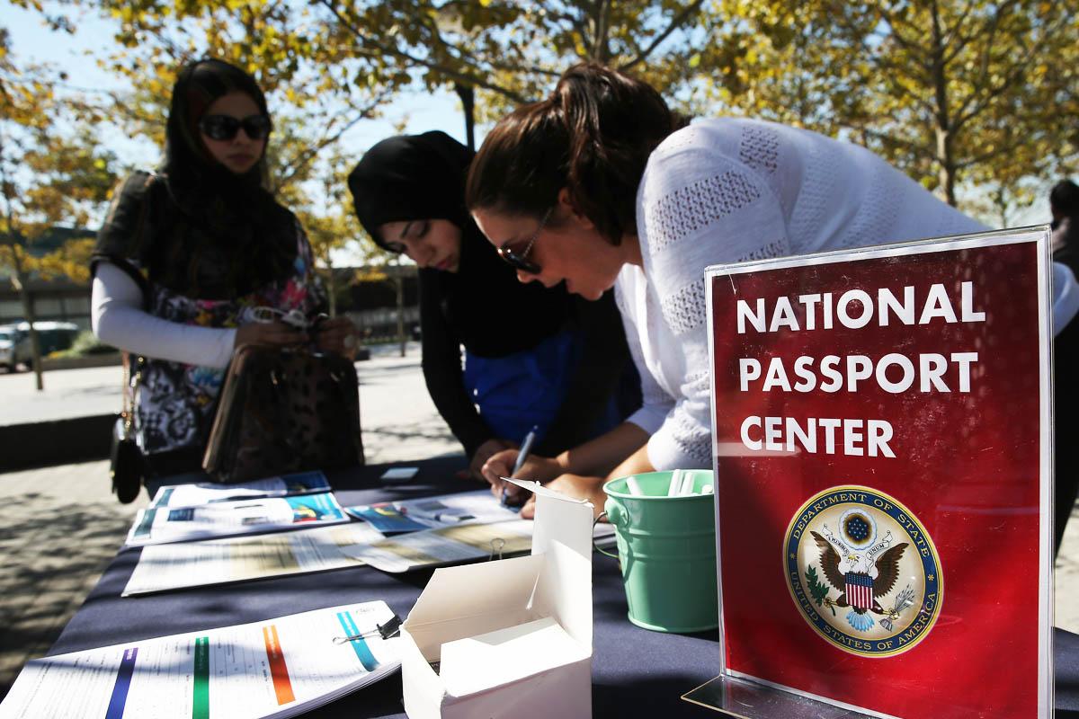 Inmigrantes solicitan la ciudadanía en una ceremonia múltple este pasado 17 de septiembre en Jersey (Foto: Getty)