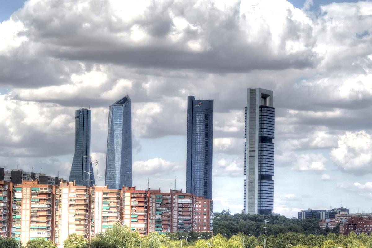 Algunas nubes se ciernen sobre el futuro económico de España. (Foto: GETTY)