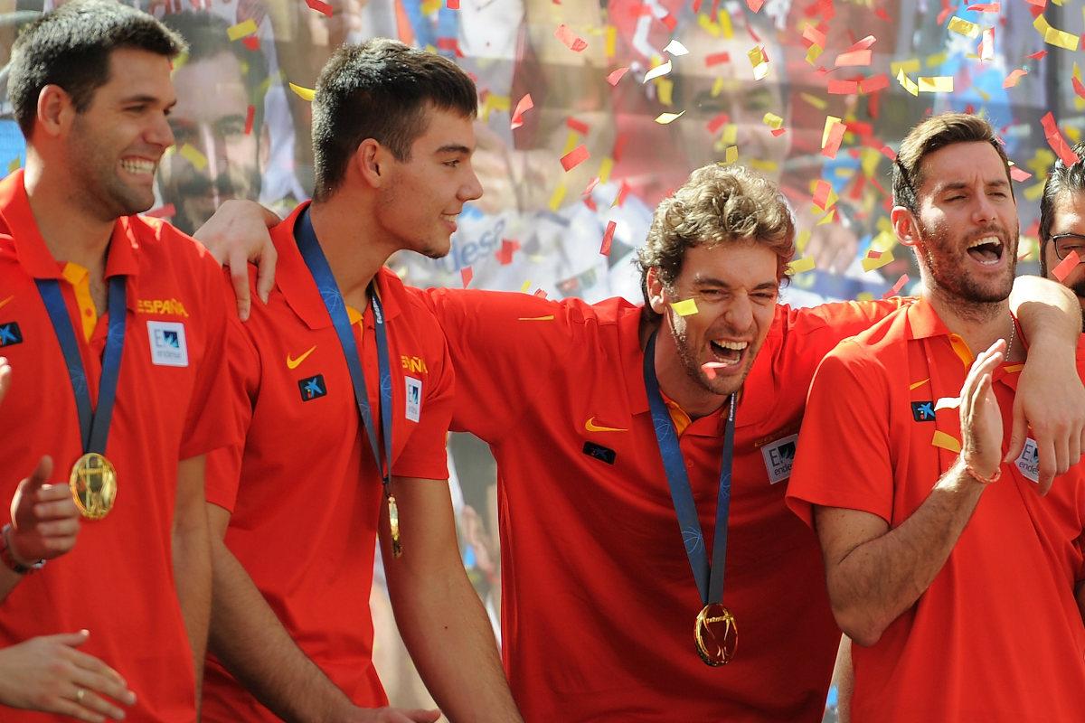 Pau Gasol celebra el oro en el EuroBasket con sus compañeros