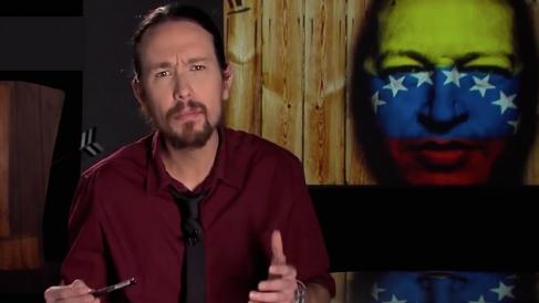 Pablo Iglesias rinde homenaje a Hugo Chávez en su programa de televisión.