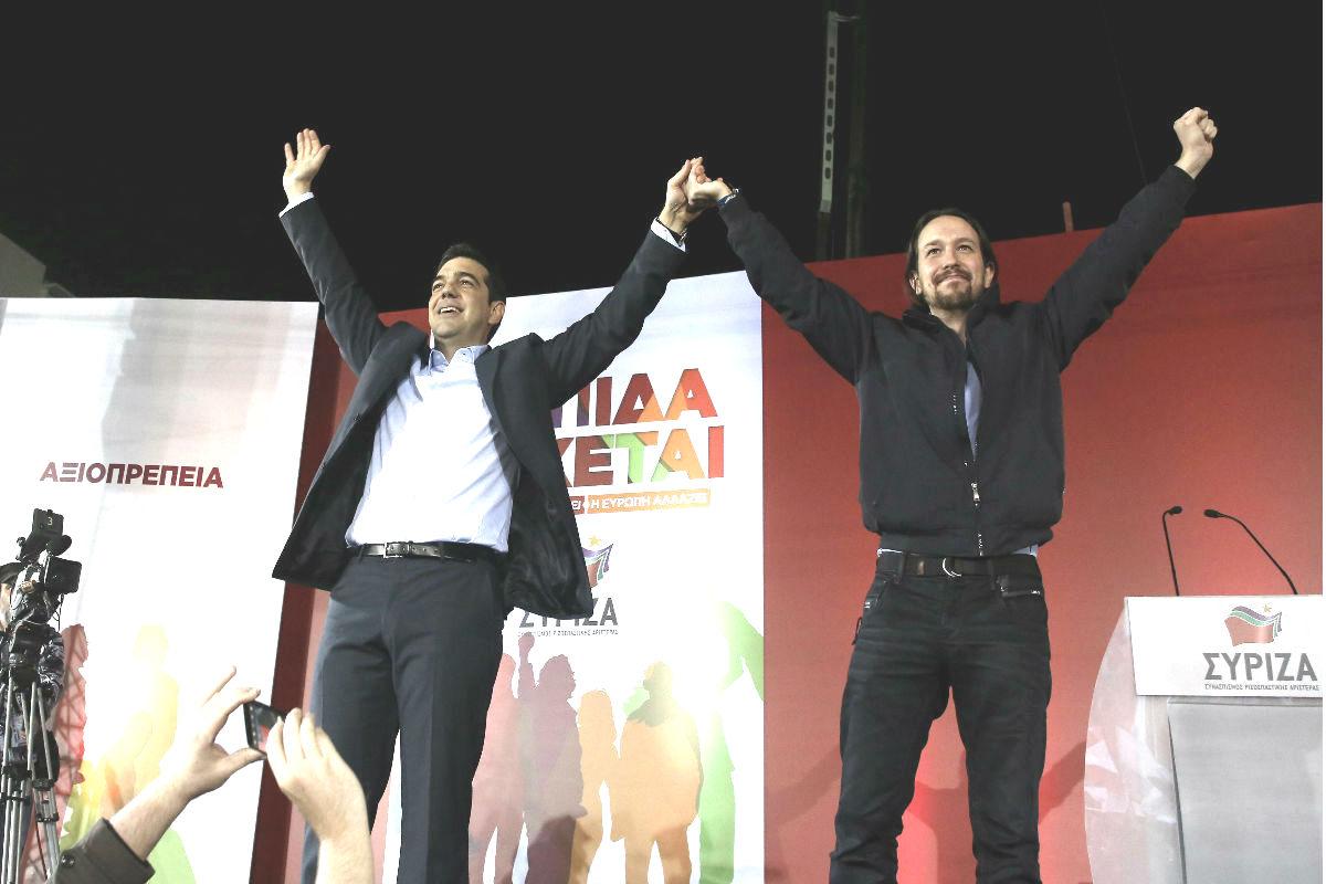 Pablo Iglesias apoyando en un mitin a Alexis Tsipras. (EFE)