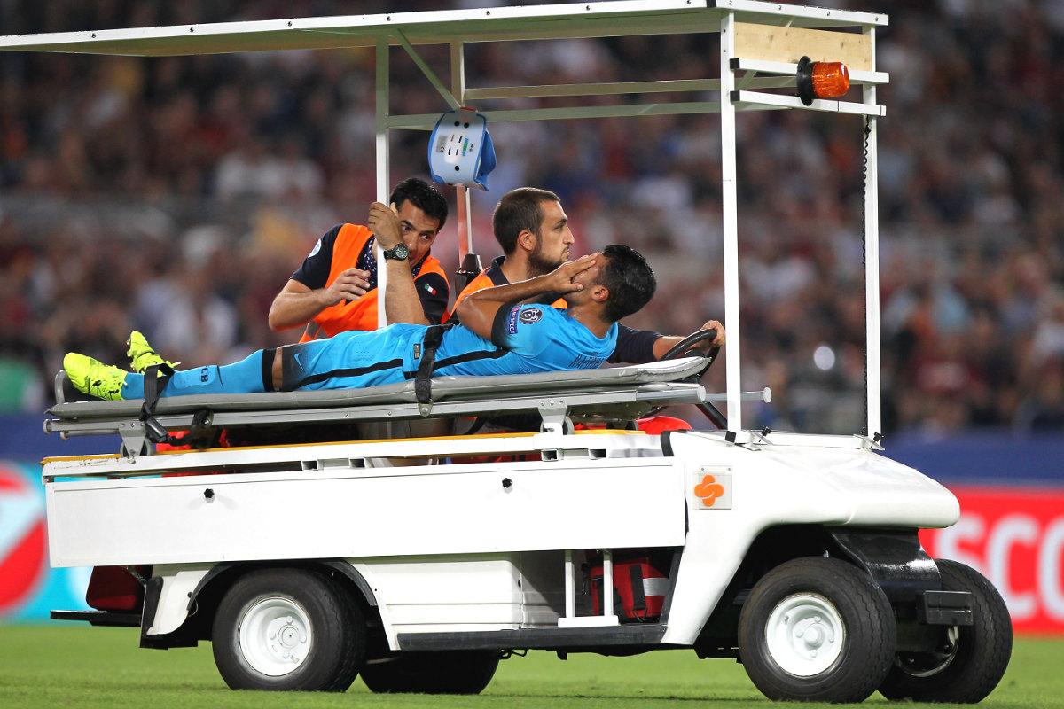 Rafinha sufrió una aparatosa lesión en la rodilla en Roma.