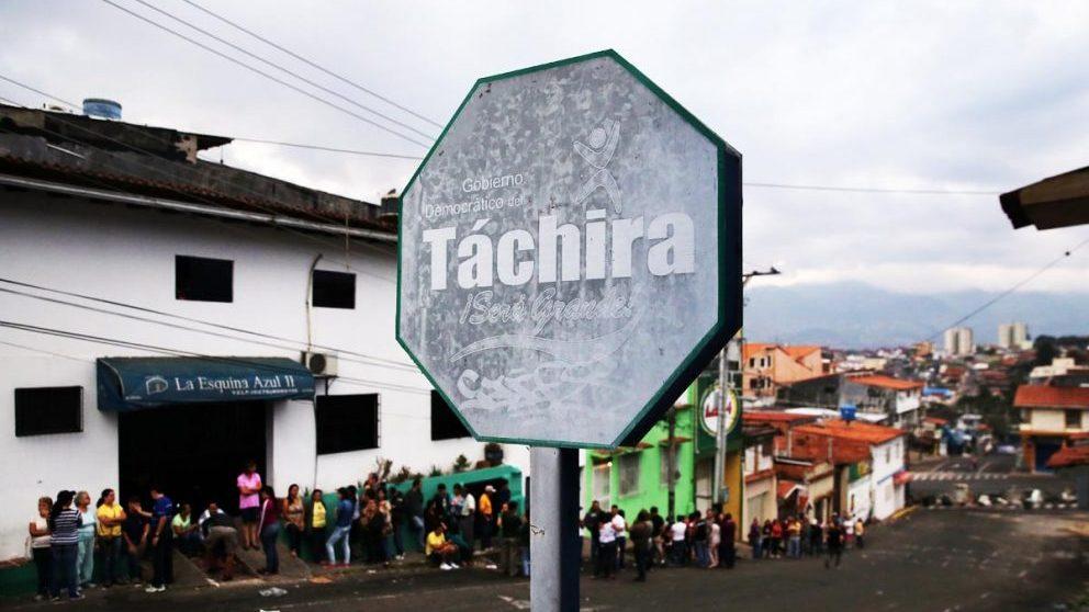 Frontera de Táchira entre Venezuela y Colombia, por la que cada día salen más de 25.000 personas en busca de comida. (Foto: Getty)