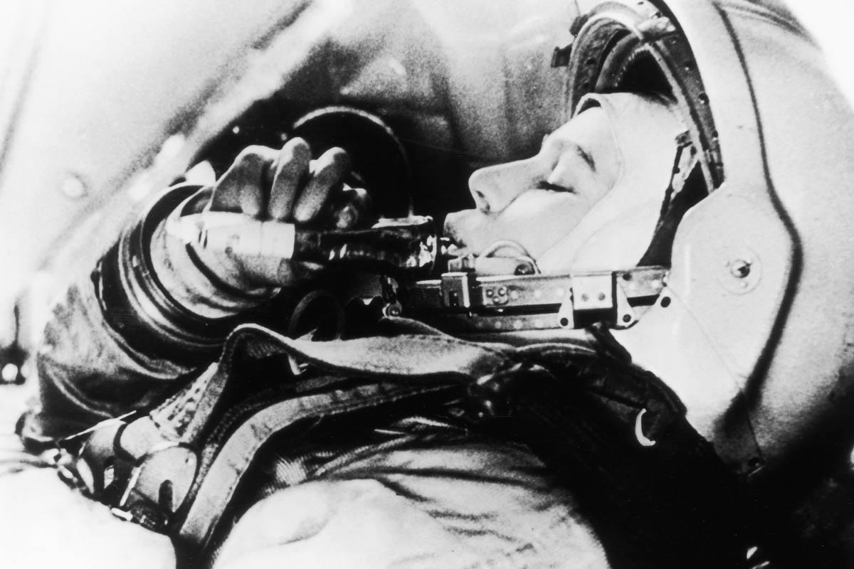 Valentina Tereshkova, dentro de su Vostok-6 donde pasó tres días en el espacio (Foto: Getty