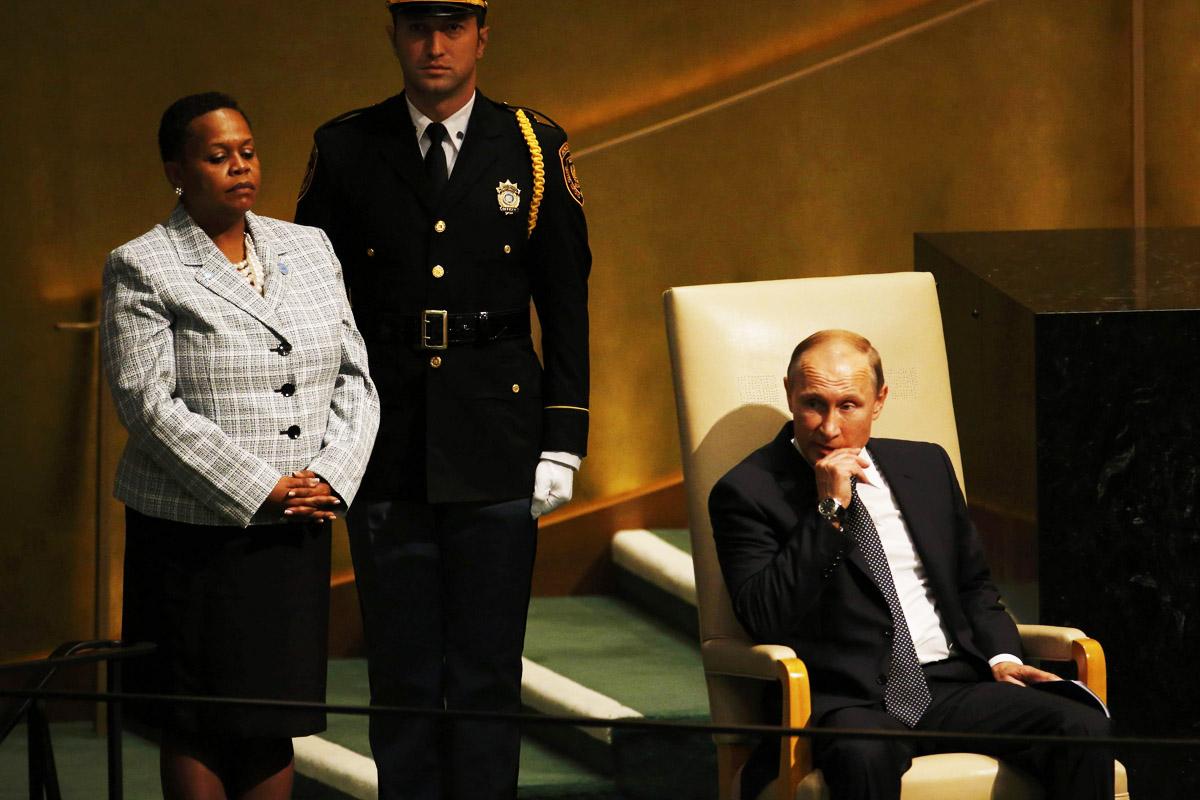 Vladimir Putin espera su turno en la ONU justo antes de subir a dar su discurso (Foto: Reuters)