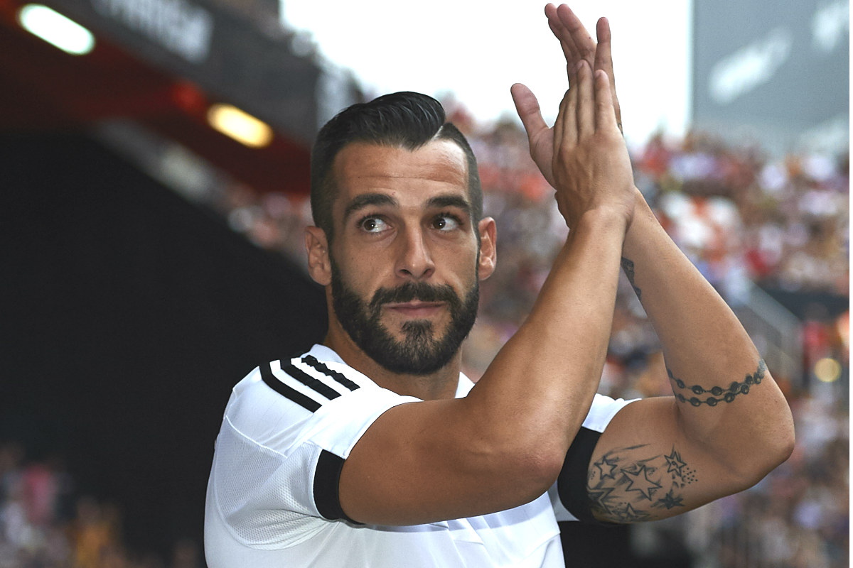 Negredo, por el que el Valencia pagó más de 30 millones, el día de su presentación en Mestalla.