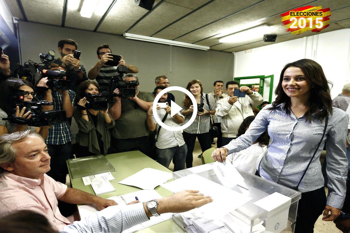 Inés arrimadas votando en las elecciones de Cataluña 2015.