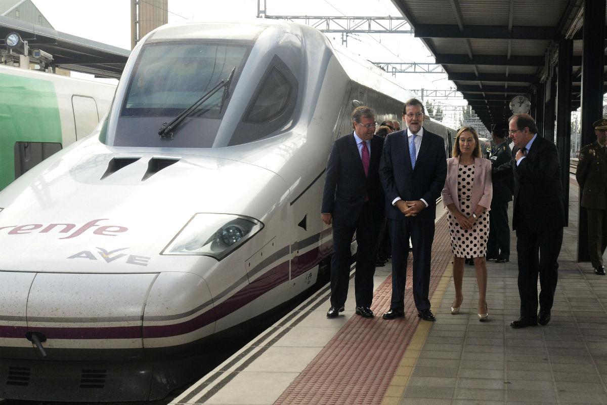 Rajoy con Ana Pastor y Juan Vicente Herrera (Foto: EFE).
