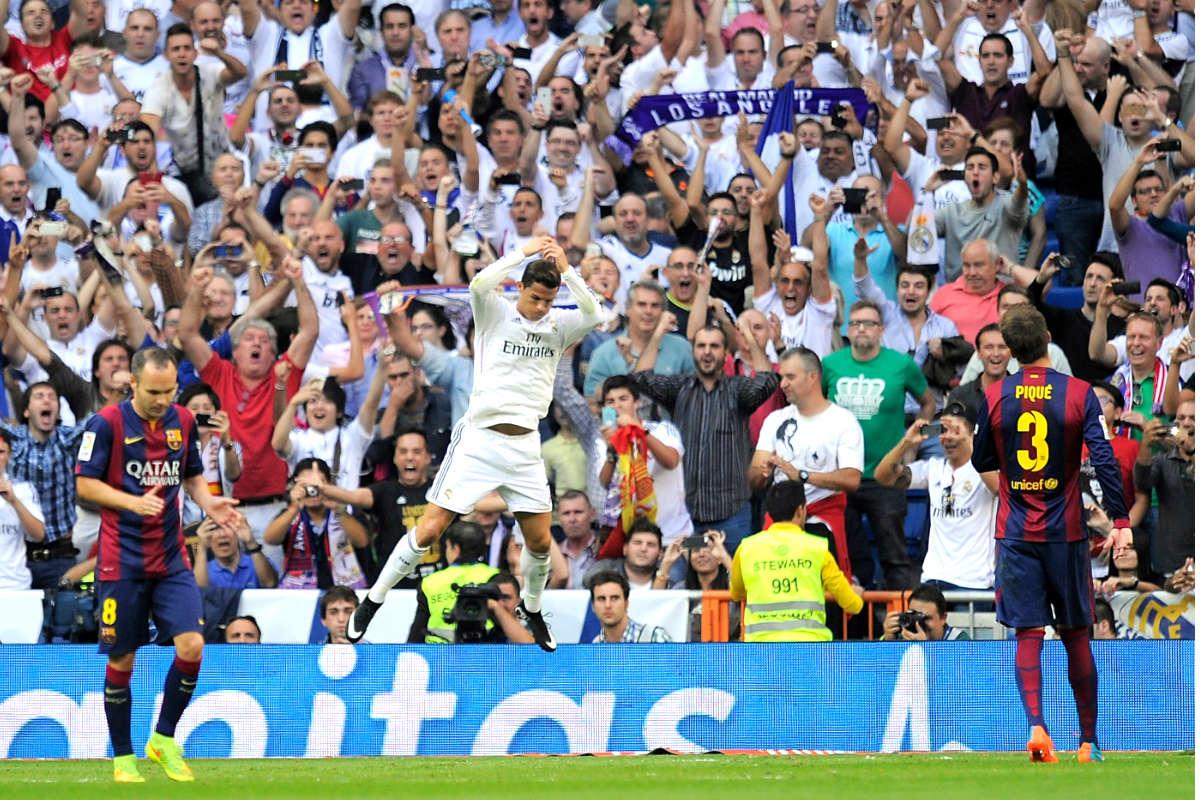 Cristiano celebra un gol ante el Barça en el último Clásico en el Bernabéu. (Getty)
