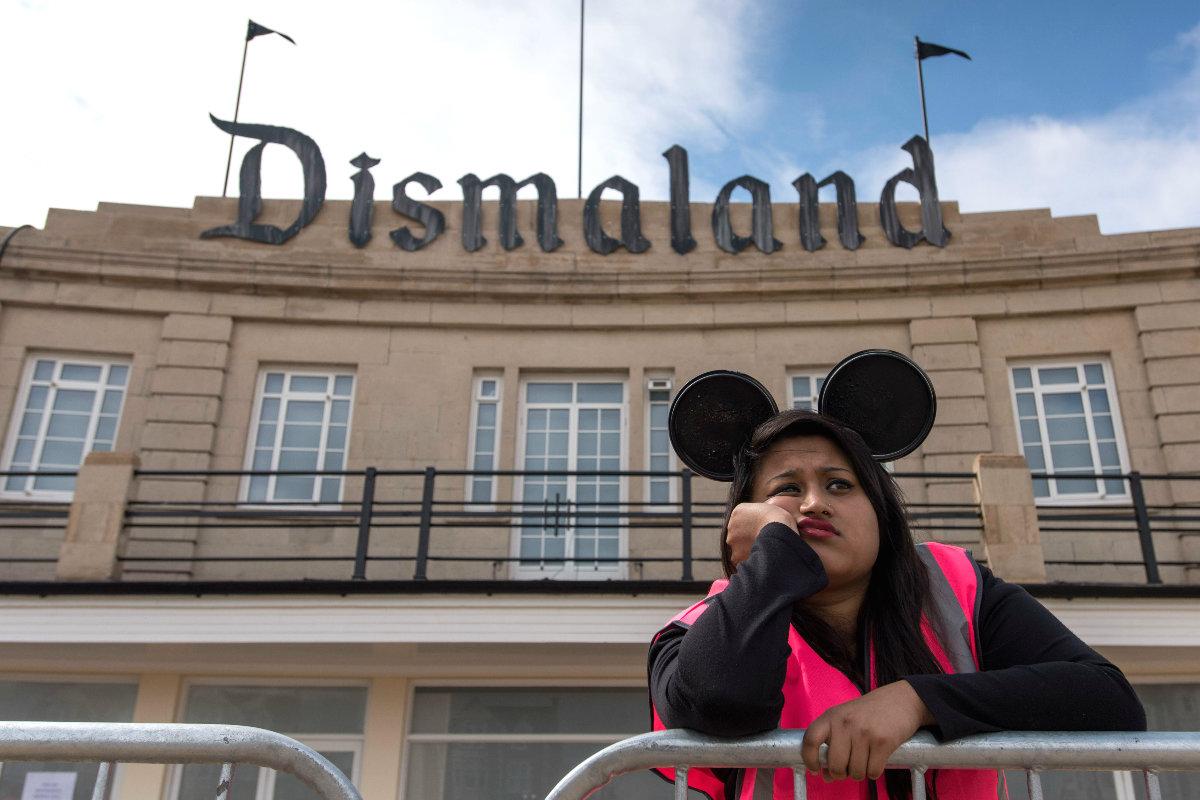 Una de las empleadas de Dismaland. (Foto: Getty)