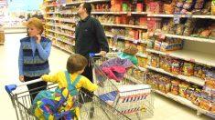 Familia en un supermercado (Foto: Getty)