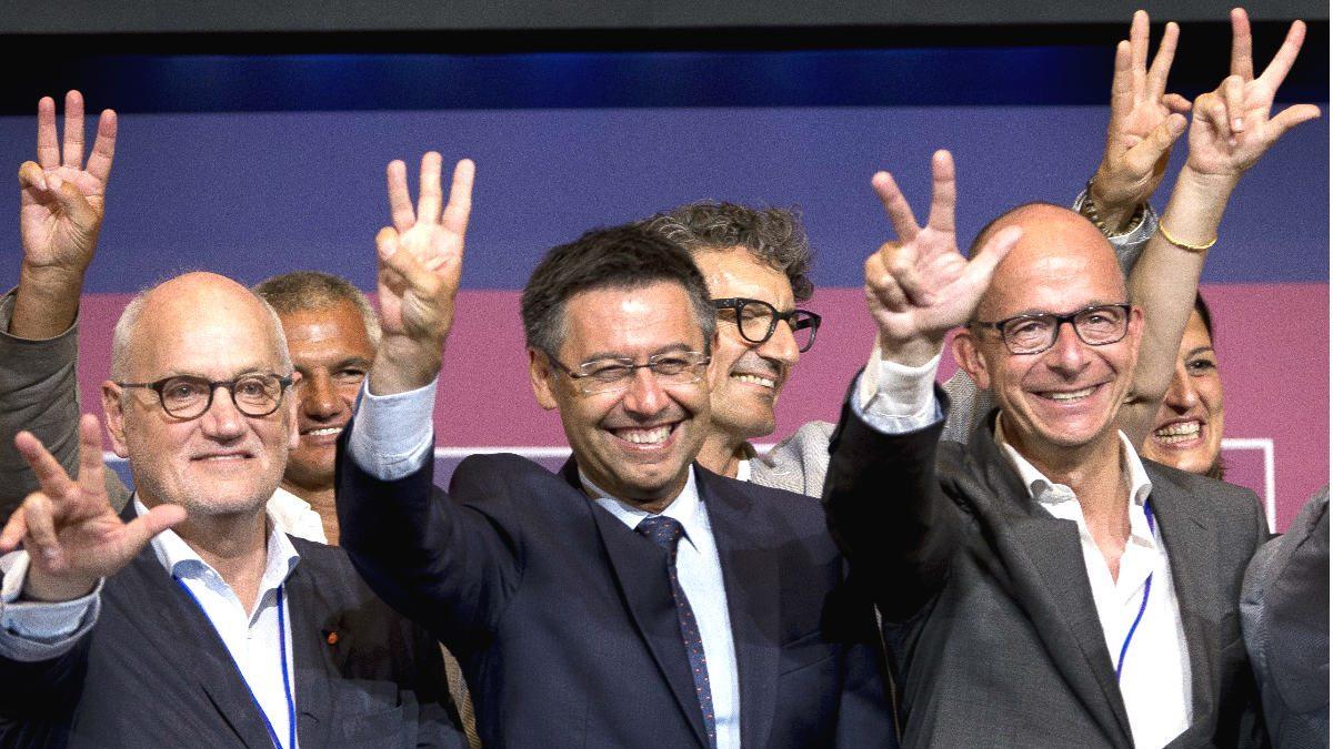 Bartomeu celebra el triunfo electoral junto a su Junta Directiva. (Getty)