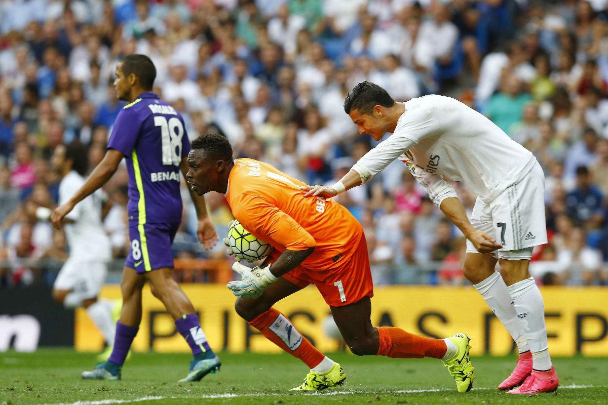 Cristiano Ronaldo, impotente ante un acertado Kameni. (Foto: Efe)