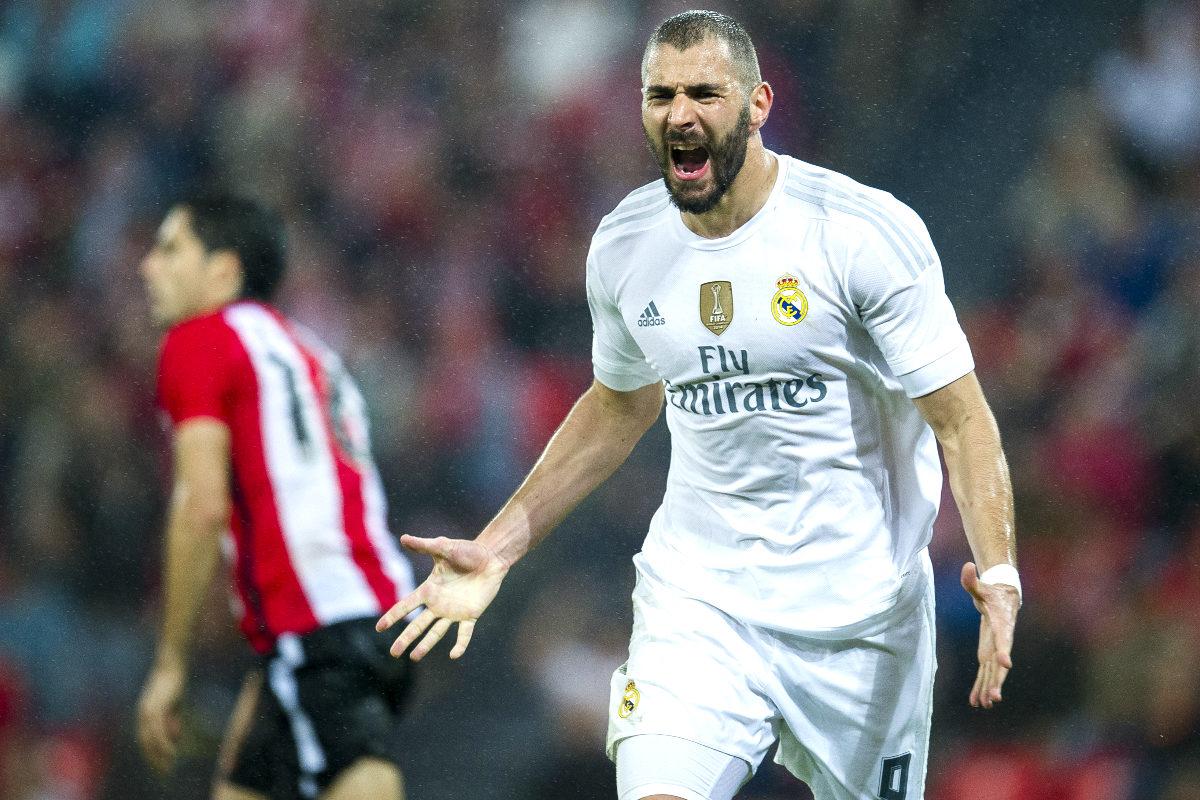 Benzema celebra uno de los dos goles que marcó al Athletic en San Mamés. (Getty)