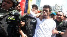 Leopoldo López, el día en que se entregó a la policía chavista (Foto: Getty)