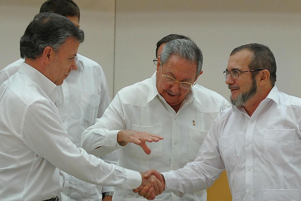Raúl Castro media entre el Gobierno de Colombia y las FARC. (Foto: AFP)
