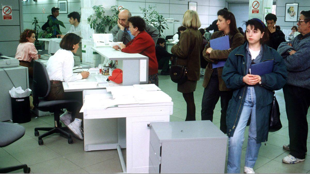Interior de una oficina de empleo. (Foto: EFE)