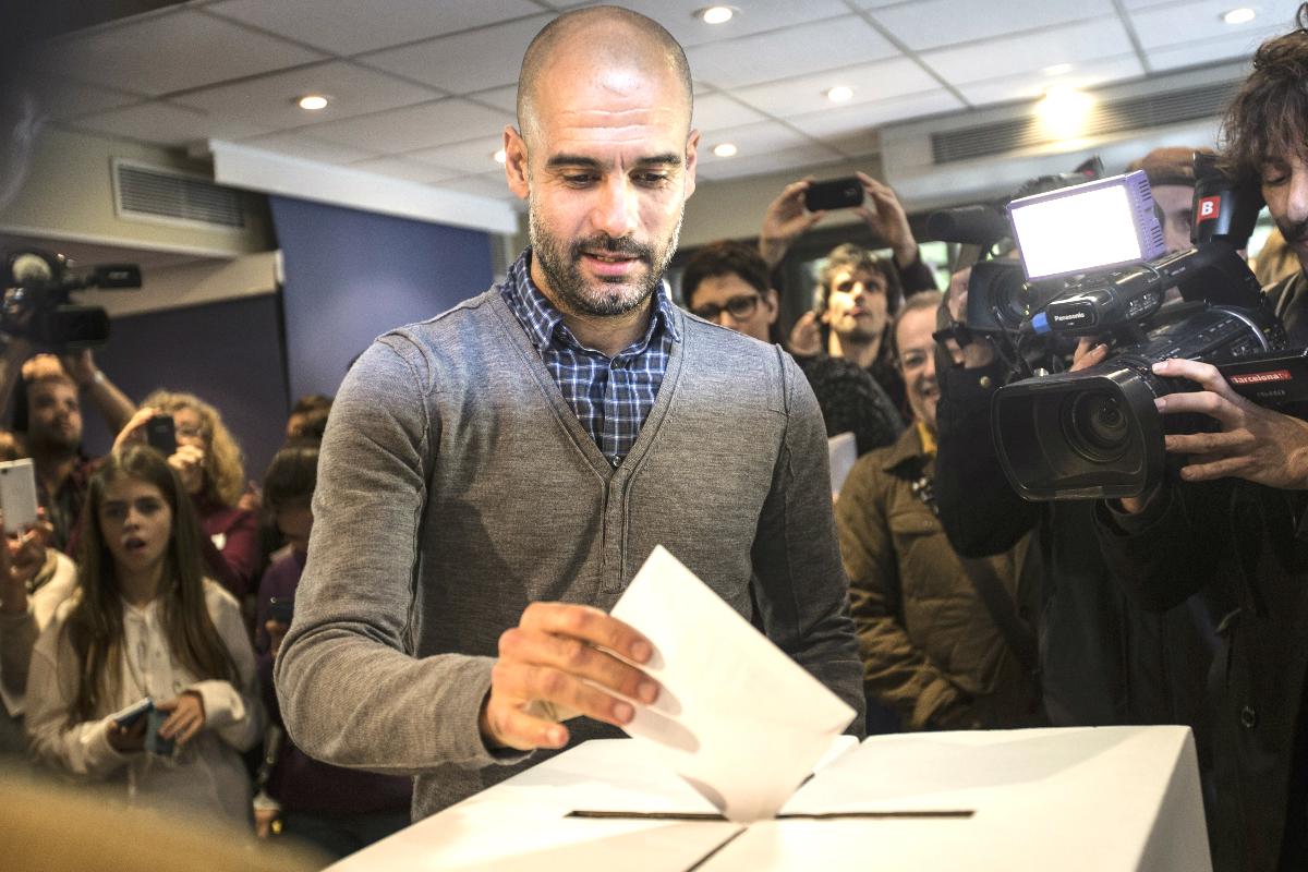 Pep Guardiola votando en la consulta independentista (Getty)