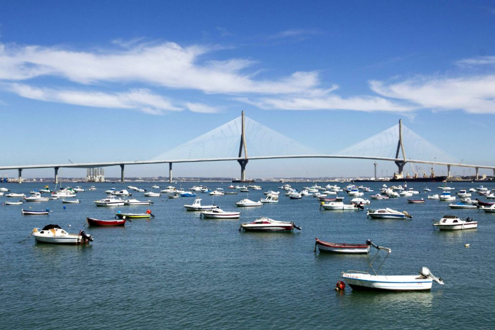 Puente Constitución 1812 de Cádiz. (Foto: Efe)