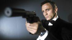 Daniel Craig caracterizado como James Bond.