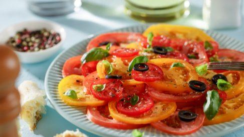 Receta de carpaccio de tomate, queso parmesano y pesto