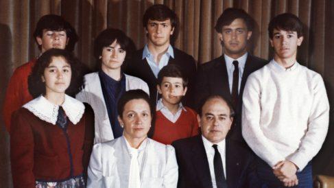 La foto de familia de los Pujol, tomada en Barcelona en 1986 (Foto: Efe)