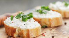 Receta de Rulo de queso cremoso envuelto en cebollino para untar