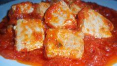 Receta de ventresca con salsa de cebolla y tomate