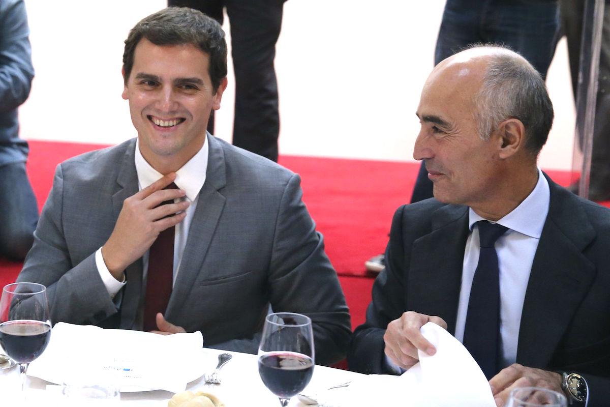 Albert Rivera junto a Rafael del Pino, presidente de Ferrovial. (Foto: EFE)