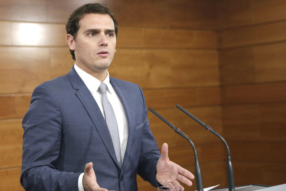 Albert Rivera en su primera rueda de prensa en Moncloa tras hablar con Rajoy. (Foto: EFE)