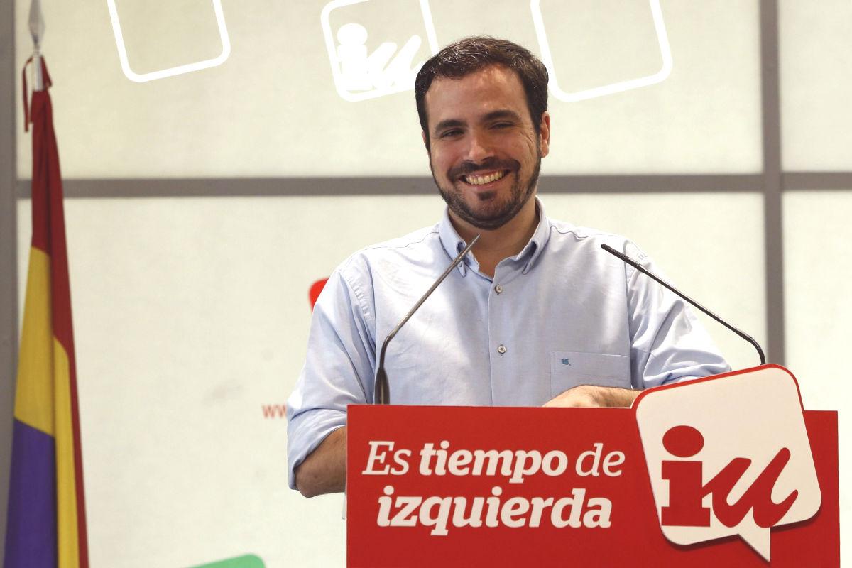 Alberto Garzón tras una rueda de prensa de iIU. (Foto: EFE)