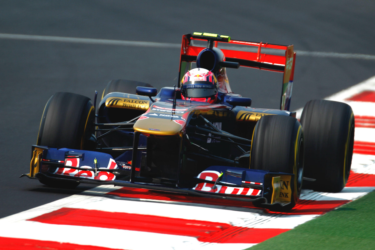 Alguersuari pilotando el Toro Rosso durante su etapa en la Fórmula 1 (Getty)
