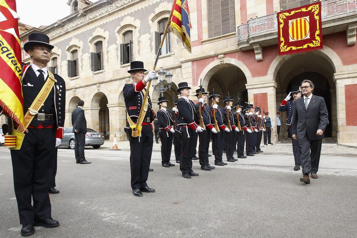 Artur Mas abandona el Parlament, tras la elección de Carme Forcadell como presidenta (Foto: Efe)