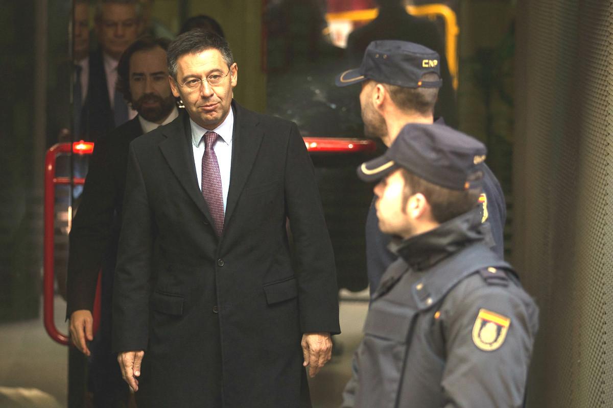 Josep María Bartomeu, presidente del Barcelona, a la salida de la Audiencia Nacional tras comparecer por el caso Neymar. (Getty)