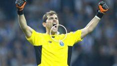 Iker Casillas celebra un triunfo del Oporto.