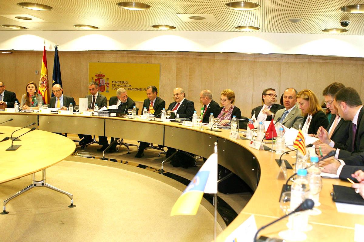 Los consejeros autonómicos de Economía y Hacienda en el CPFF. (Foto: EFE)