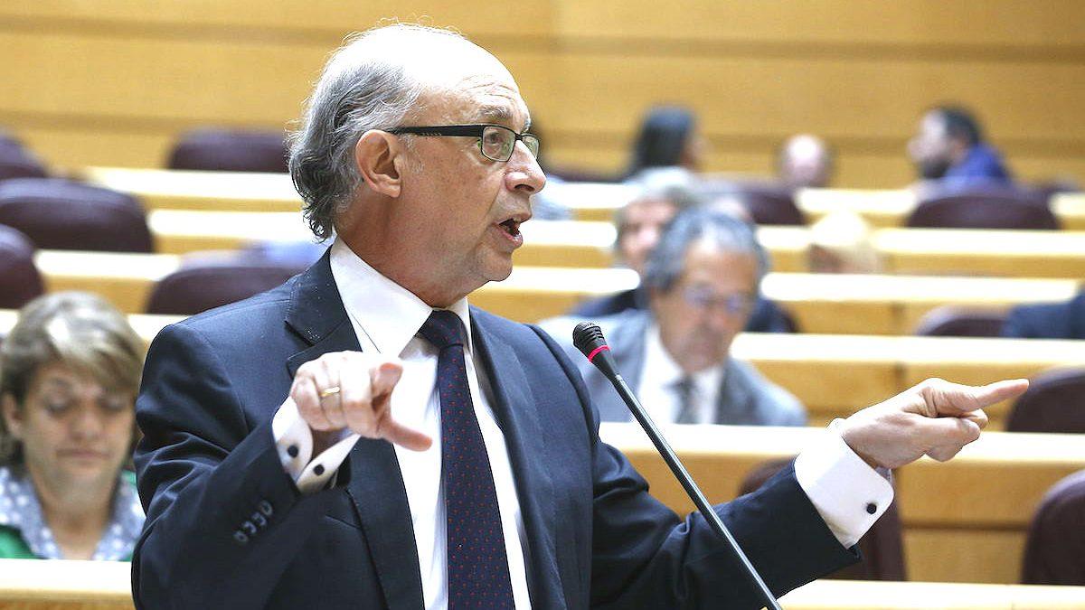 El ex ministro de Hacienda, Cristobal Montoro, en el Senado. (Foto: EFE)