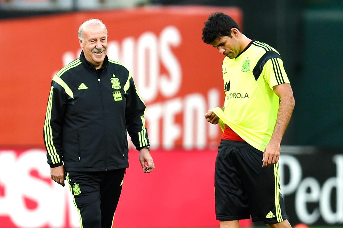 Del Bosque junto a Diego Costa durante un entrenamiento con la selección (Getty)
