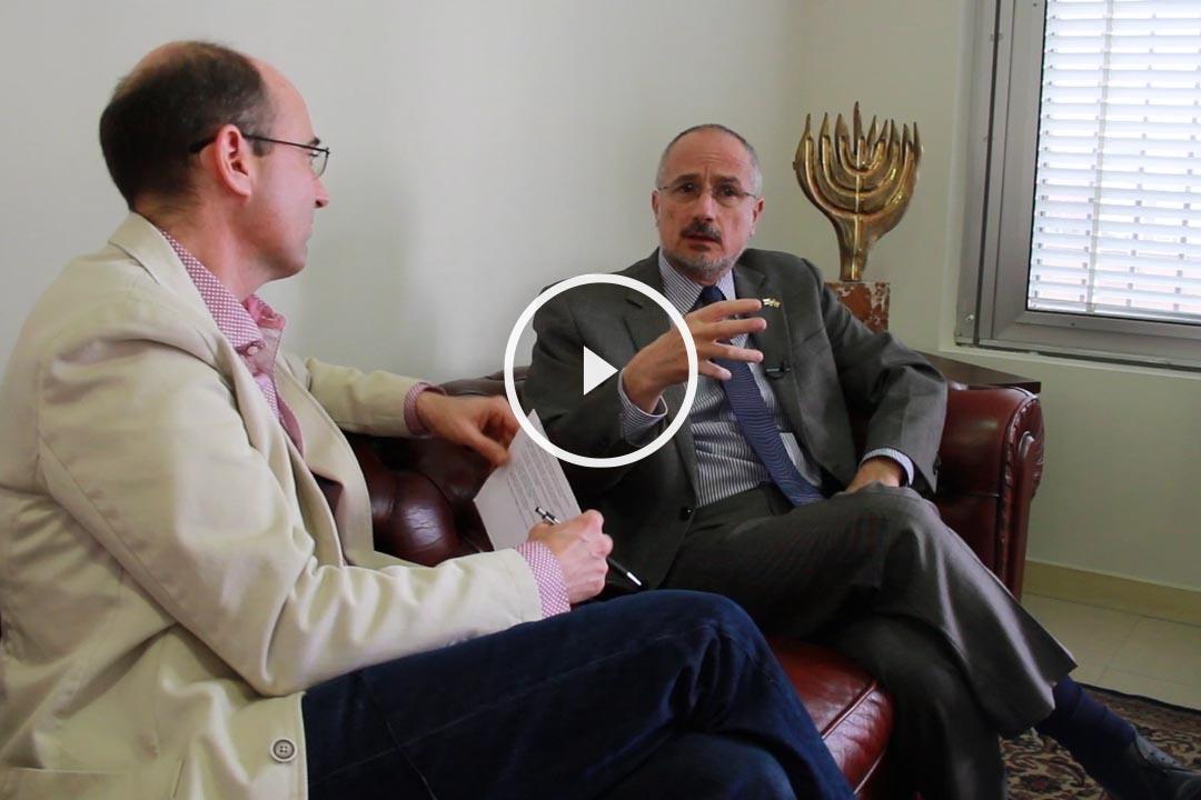 Daniel Kutner, embajador de Israel, entrevistado por Okdiario (Foto: Enrique Falcón).