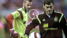 Iker Casillas, con De Gea detrás, antes de un partido con la seleción española. (Getty)