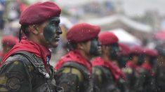 Soldados del Ejército de Venezuela, durante un acto celebrado el pasado mes de junio (Foto: Carlos Becerra/Getty)