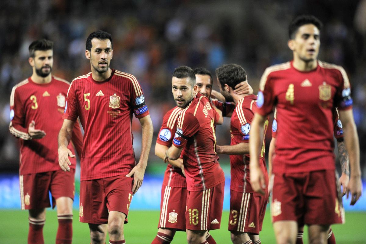 La selección española celebra uno de los goles de Alcácer ante Luxemburgo (Getty)