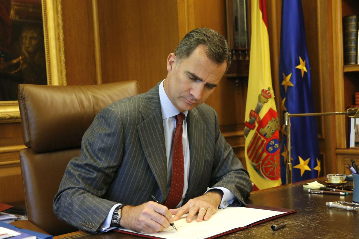 Felipe VI en su despacho. (Foto: EFE)