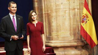EL Rey Felipe VI posa con la Reina Letizia en el Palacio Campoamor (Foto: Getty)
