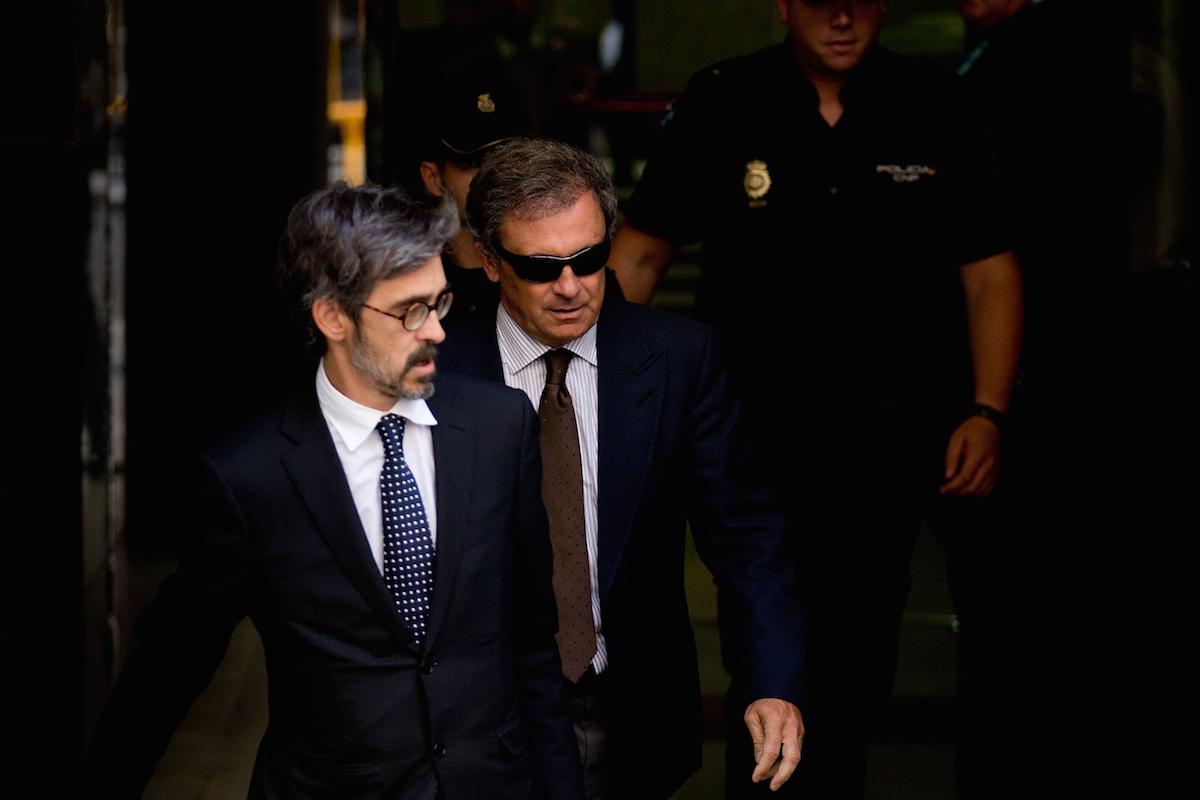 Jordi Pujol Ferrusola abandona la Audiencia Nacional tras declarar ante el juez, junto a su abogado Cristóbal Martell (Foto: Getty)