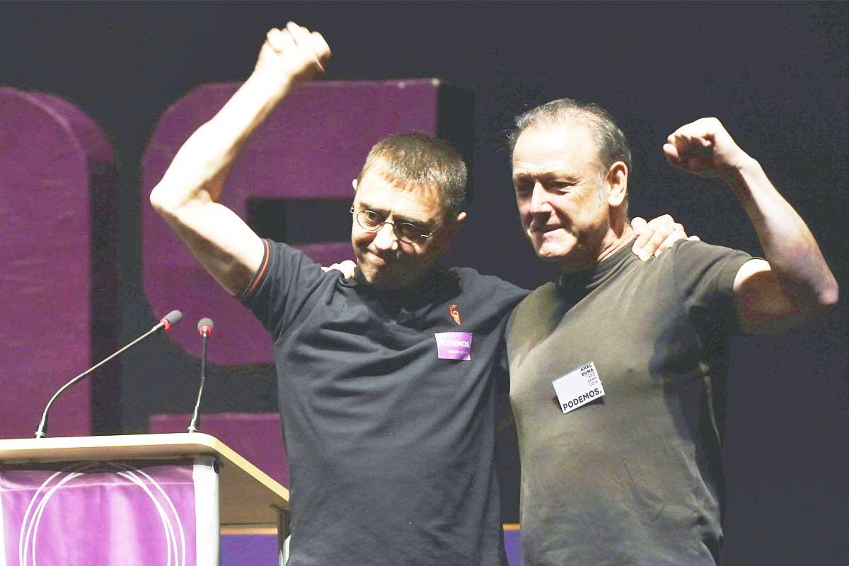 Koldo Martín junto a Juan Carlos Monedero en un acto de Podemos. (Foto: EFE)