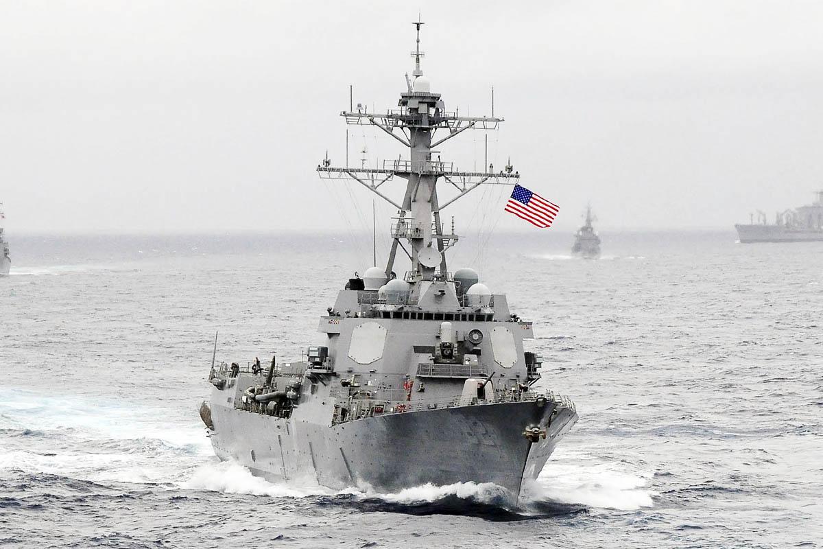 El buque lanzamisiles USS Lassen navegando por el Pacífico. (Foto: Reuters)